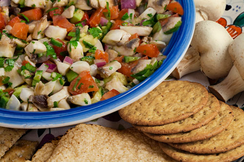 Vegetarian Ceviche with crackers